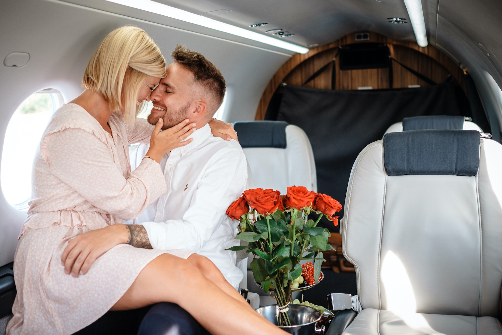 tourameo-trip-planner-special-event-couple-in-private-plane