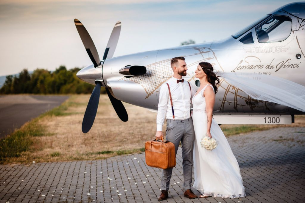 tourameo-trip-planning-honeymoon-couple-private flight