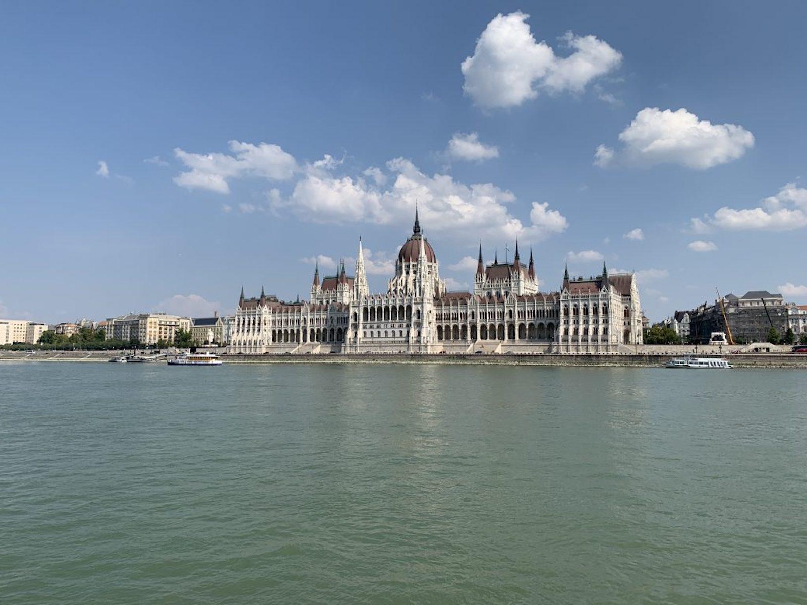 tourameo-reiseplanung-reiseziel-budapest-parlament