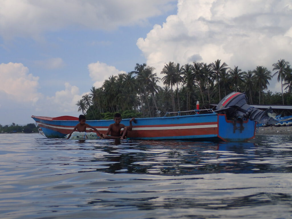 indonesien-reise-lokale-bevoelkerung-unterstuetzen