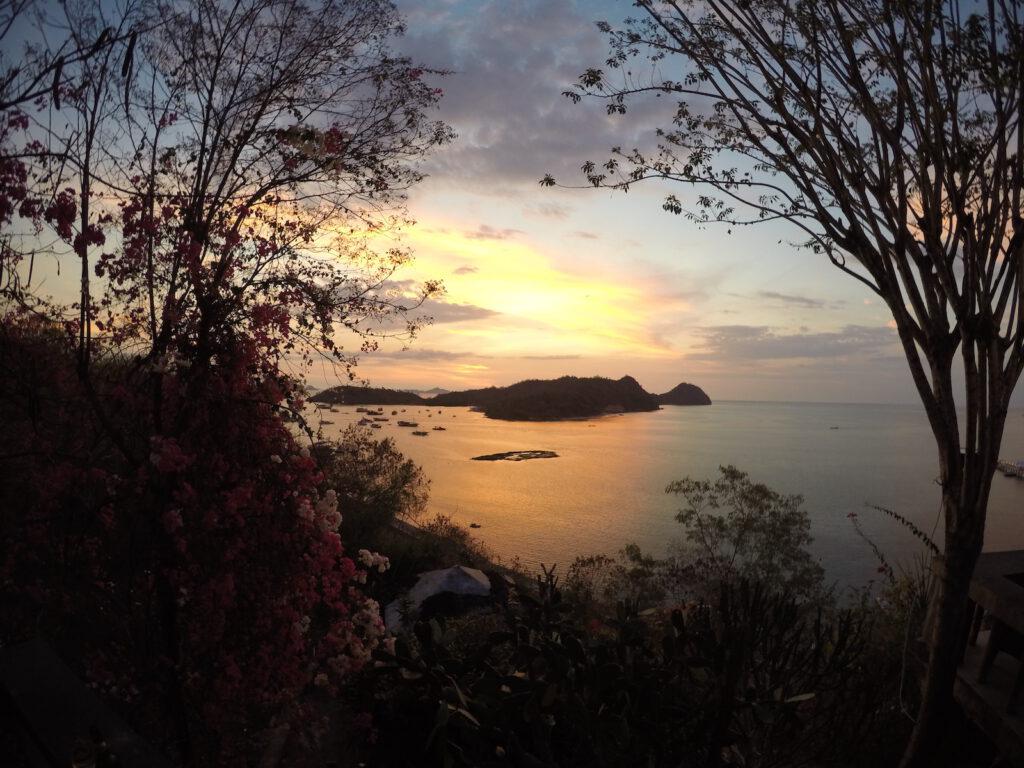 sonnenuntergang-indonesien-komodo-nationalpark-indonesien-tourameo